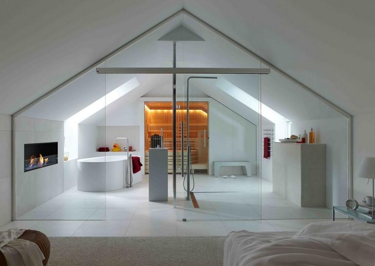 baño amplio en habitacion acristalada