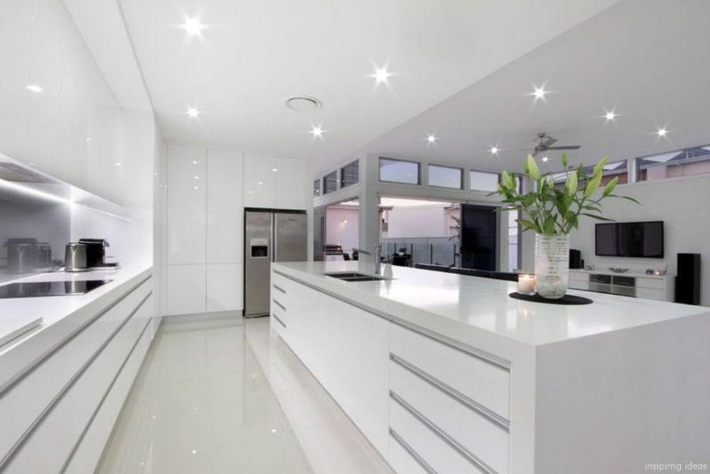 cocina minimalista moderna muy ámplia.