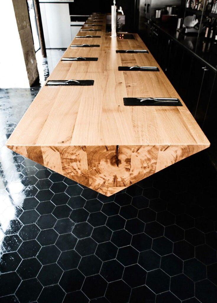mesa de comedor minimalista de madera en corte original