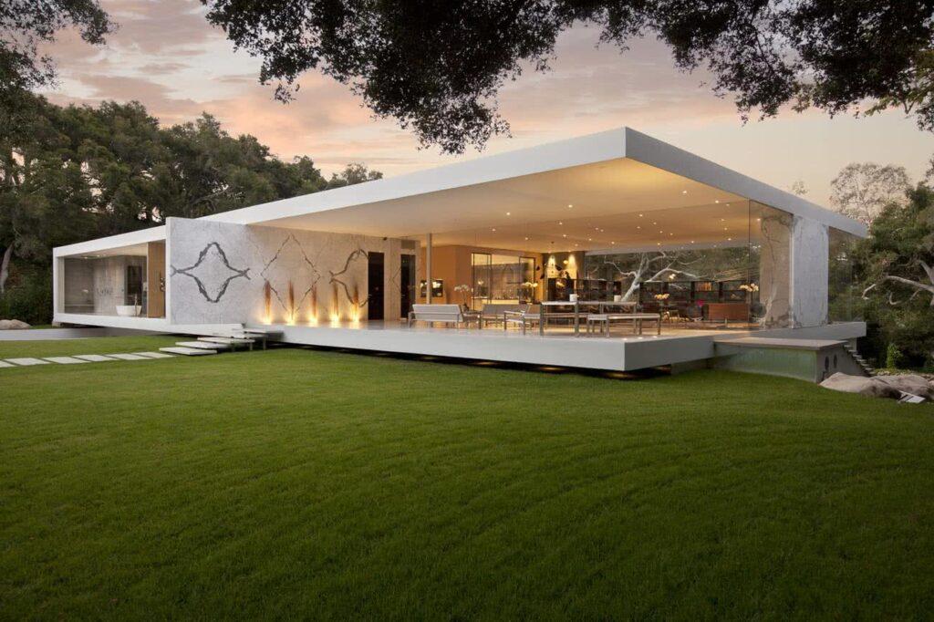 fachada casa minimalista acristalada de planta baja