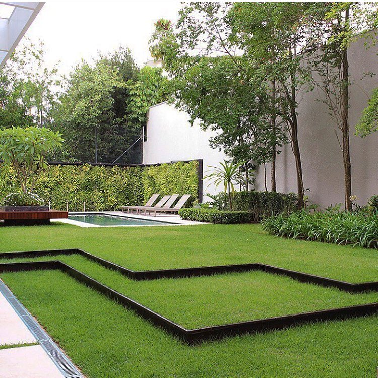 jardín minimalista con piscina