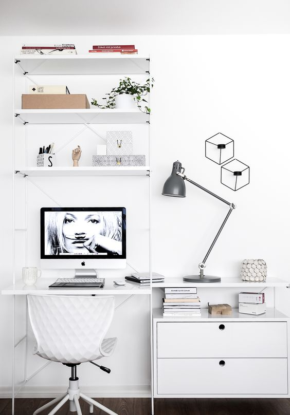 despacho minimalista estrecho.