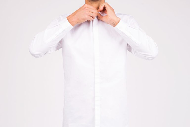 camisa minimalista hombre